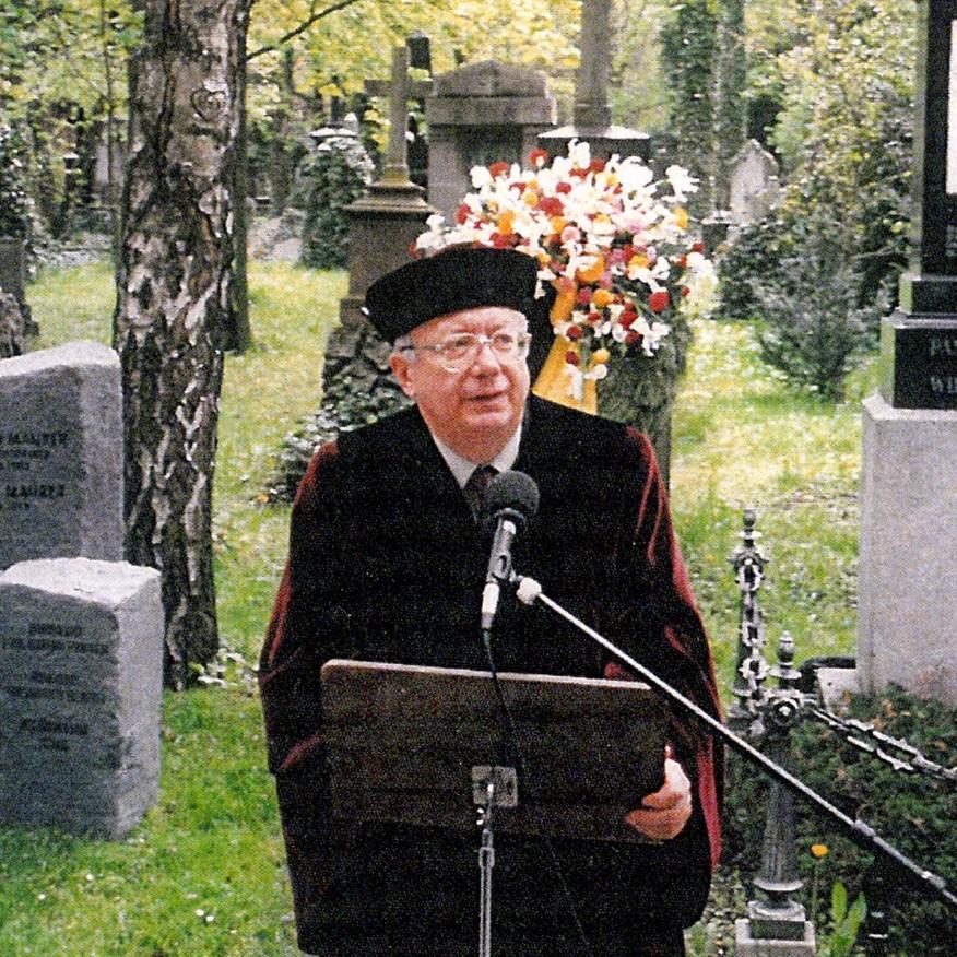 Dr. Peter Landau